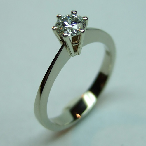 Witgouden ring met briljant geslepen diamant Heart and Arrows door Edelstijl Utrecht